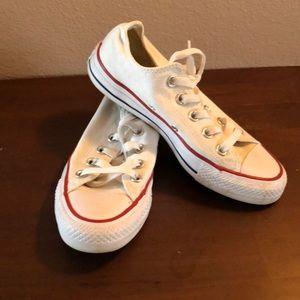 Women's size 5 white low top converse